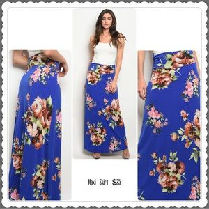 Dresses & Skirts - ⭐️Blue Floral Maxi Skirt⭐️